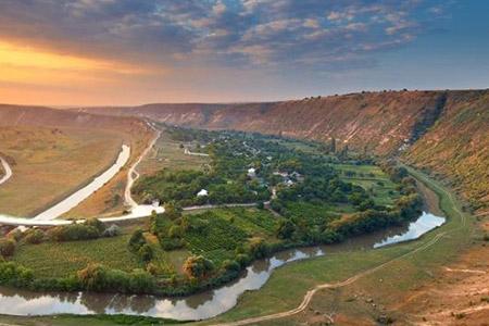 Цены на экскурсии по Молдове 2017 для групп от 15 до 55 человек по цене от 3,5 евро/чел
